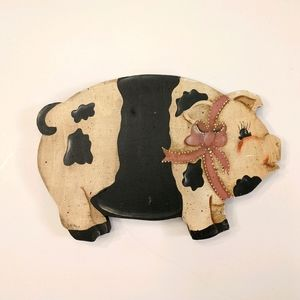Vintage wood pig art, very good condition, signed.